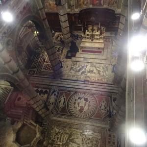 Duomo e il pavimento a commessi marmorei
