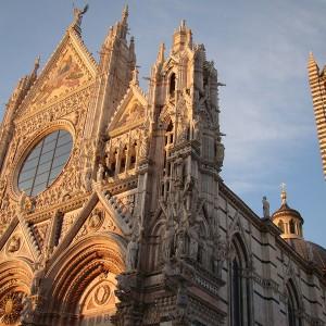 Duomo: la facciata alle luci del tramonto
