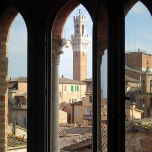 Torre del Mangia vista dalla trifora - Vista dalla suite 7Siena city center hotel siena centro - Palazzetto Rosso